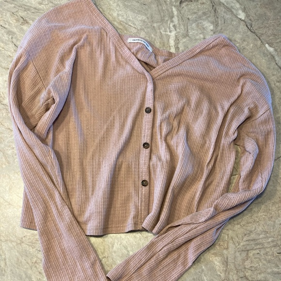 Long sleeve with buttons in the front